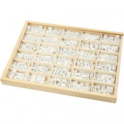 Bokstavspärlor i låda